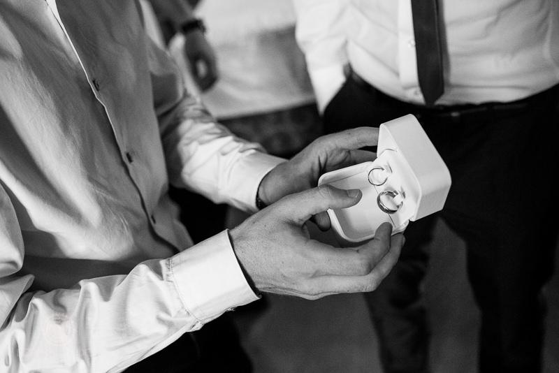 Caja con anillos de boda - Fotografía de boda