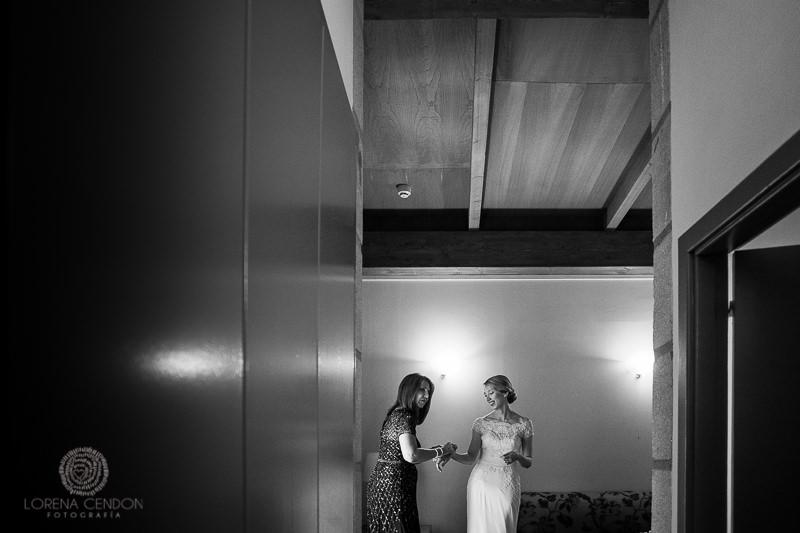 Novia con invitada - Fotografía de boda