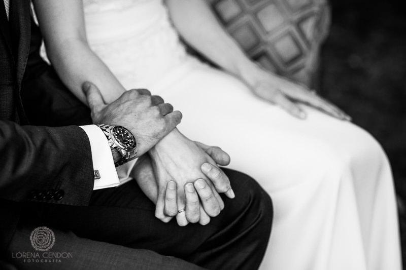 Manos entrelazadas - Fotografía de boda