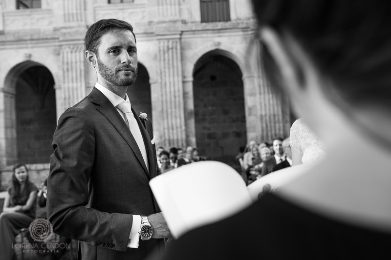 Novio en la ceremonia - Fotografía de boda