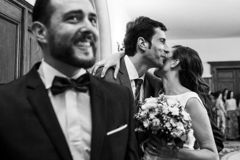 Novia saludando a invitados - Fotografía de boda