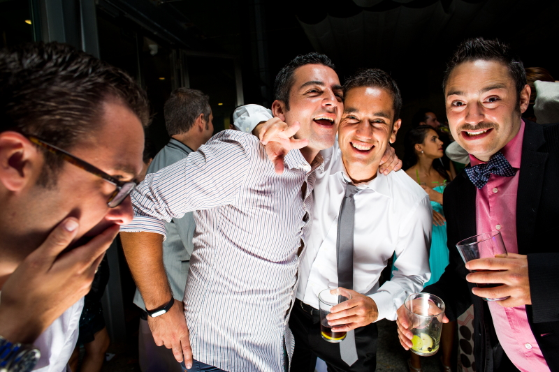 Invitados en la fiesta - Fotografía de boda