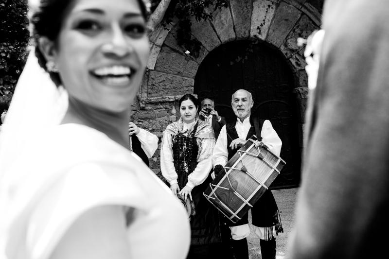 Novia con Gaiteiros - Fotografía de boda