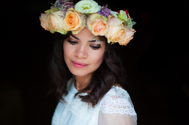 Fotografia de Novia con corona de flores