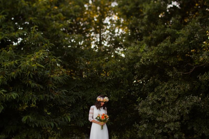Fotografia de novia en un bosque