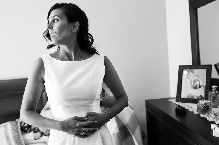 Novia en habitación - Fotografia de boda