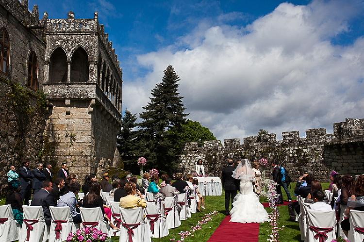 Fotografía de novios en ceremonia en Galicia