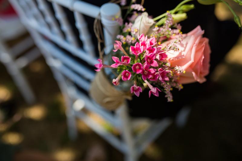 Fotografia de Boda en el Pazo de Cores detalle de flores en la ceremonia
