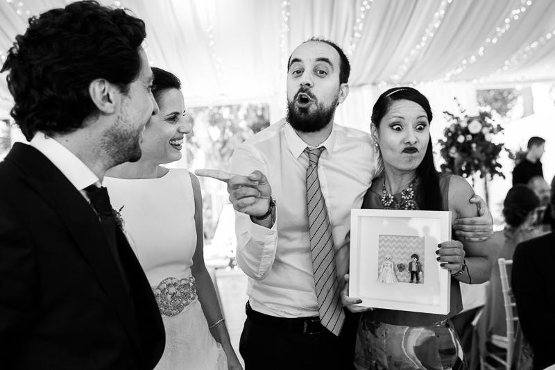 Fotografia de Boda en el Pazo de Cores entrega novios en ele banquete