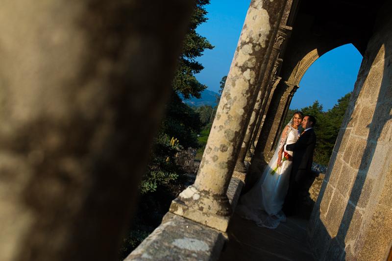 Historia de una boda en Castillo de Soutomaior donde los recién casados pasean por los increíbles balcones del Castillo