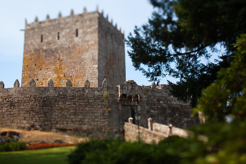 Historia de una boda en Castillo de Soutomaior rodeado de un bosque de cuento para hacer una ceremonia de boda
