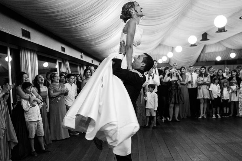 Historia de una boda en Castillo de Soutomaior con una coreografía diferente para el inicio de la fiesta por los novios