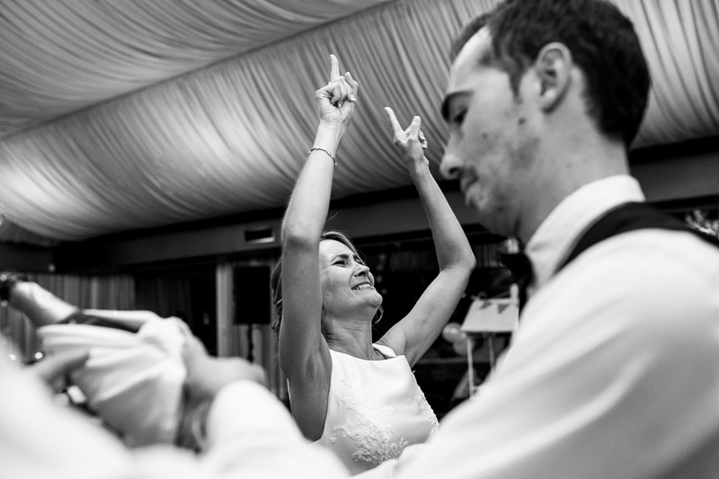 Historia de una boda en Castillo de Soutomaior Estibaliz disfruta hasta el momento del brindis