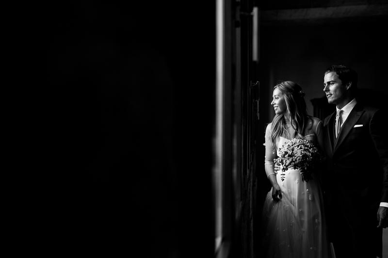 Fotografia de boda en la sesión de pareja de novios en el Pazo el Castriño