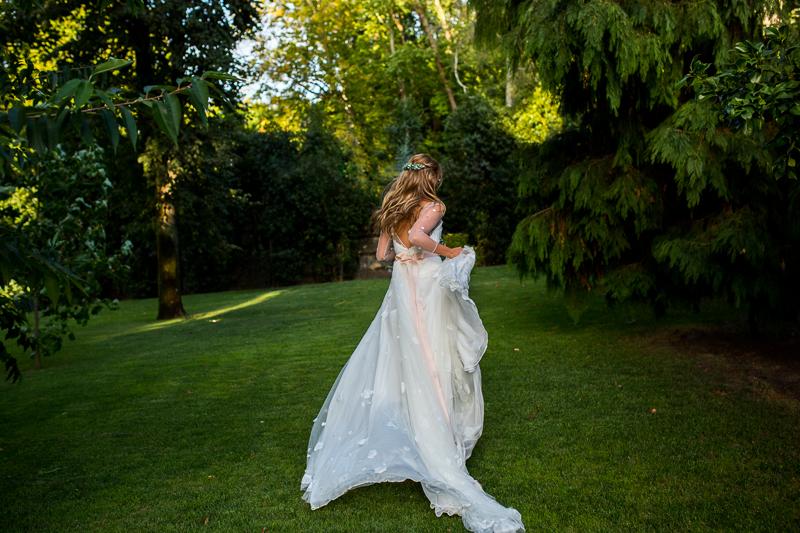 Fotografia de boda novia con vestido de Patricia Melendez Atelier en el Pazo el Castriño
