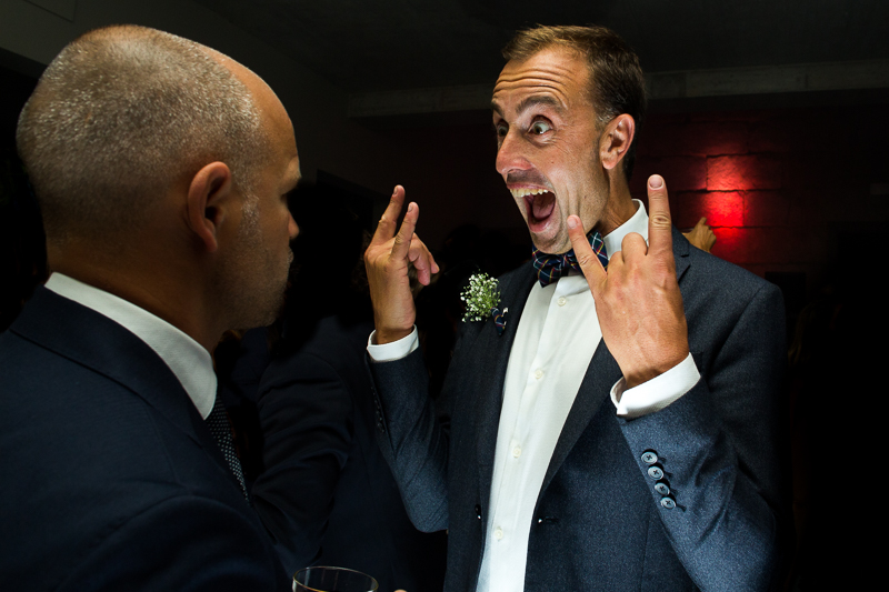 Fotografia de boda invitados durante la fiesta de la boda de Laura y Adrian en el Pazo el Castriño