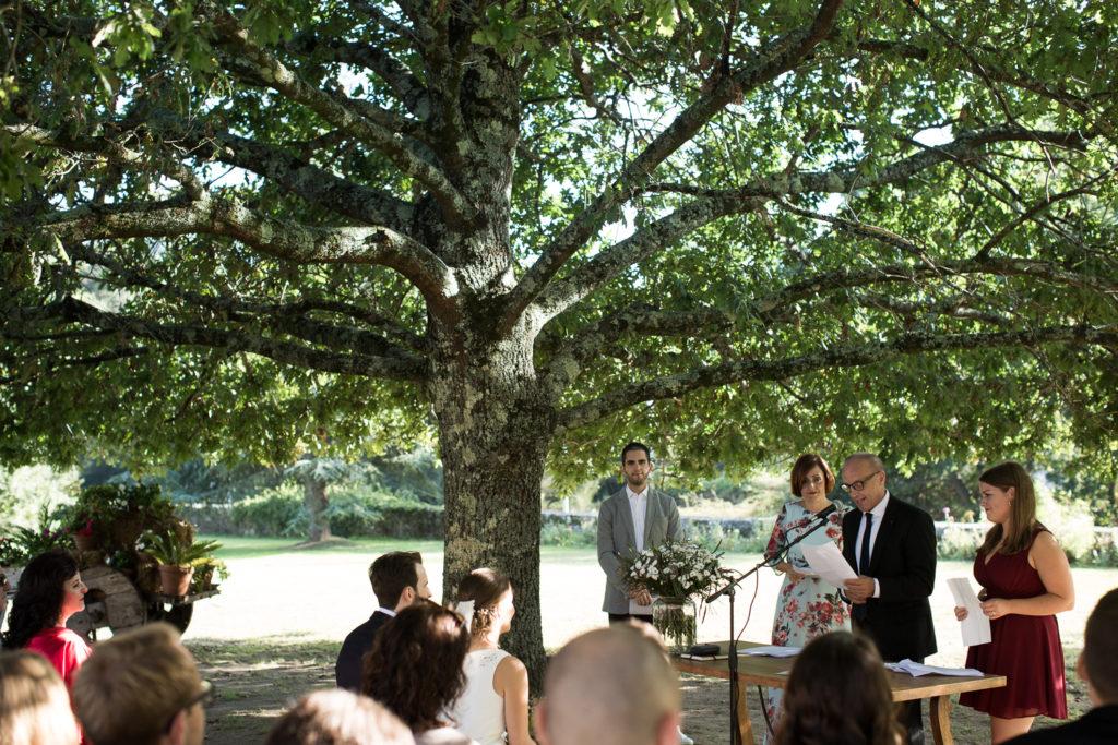 Fotografía de boda Pazo da Touza ceremonia civil al aire libre