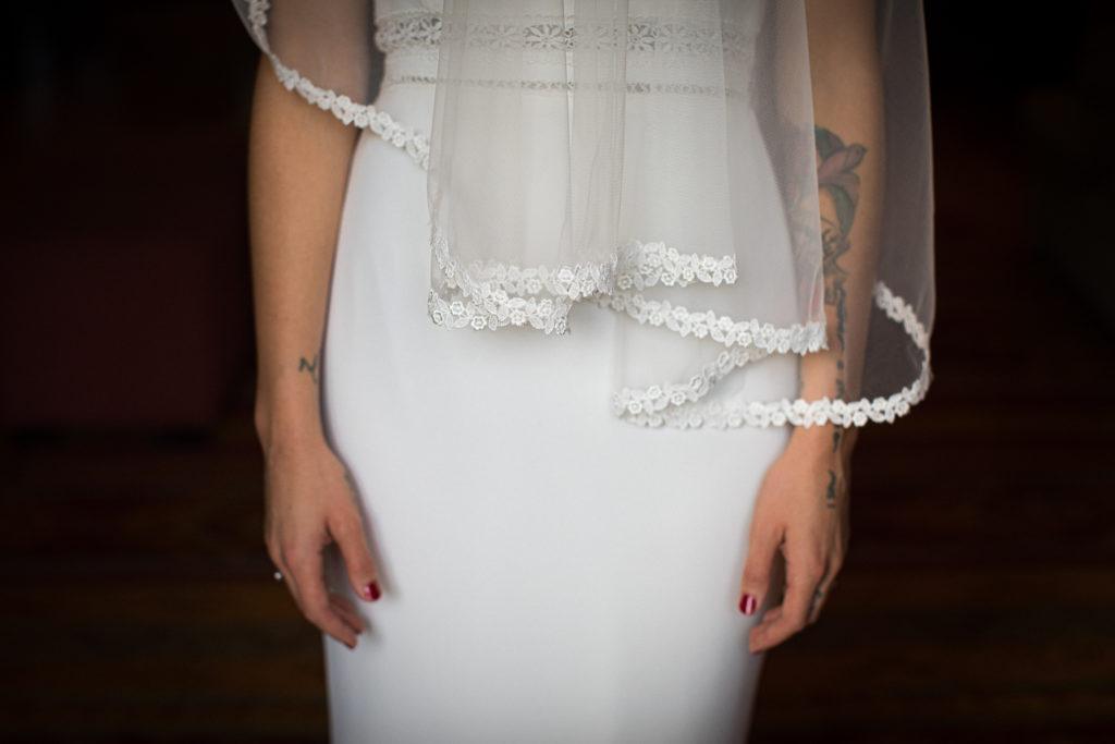 Fotografía de boda Pazo da Touza detalle vestido novia