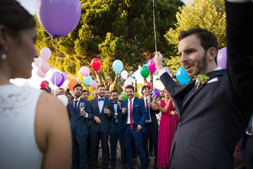 Fotografía de boda Pazo da Touza pareja de novios con globos