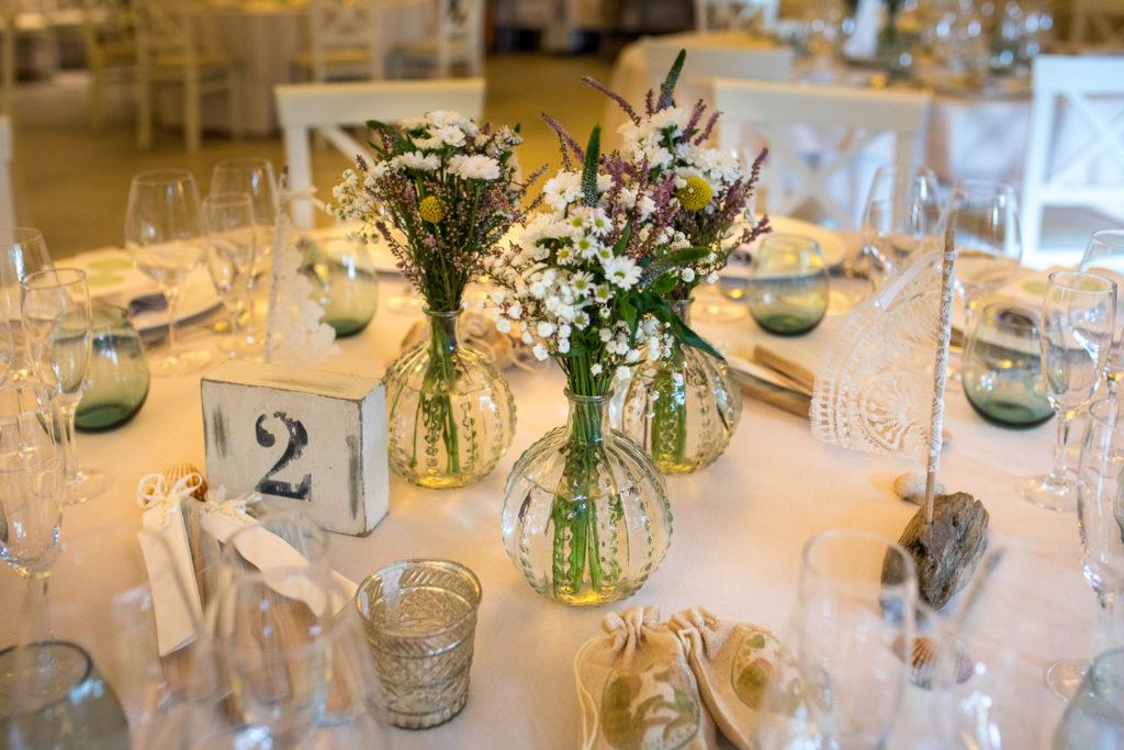 Fotografía de boda Pazo da Touza detalles flores mesa boda
