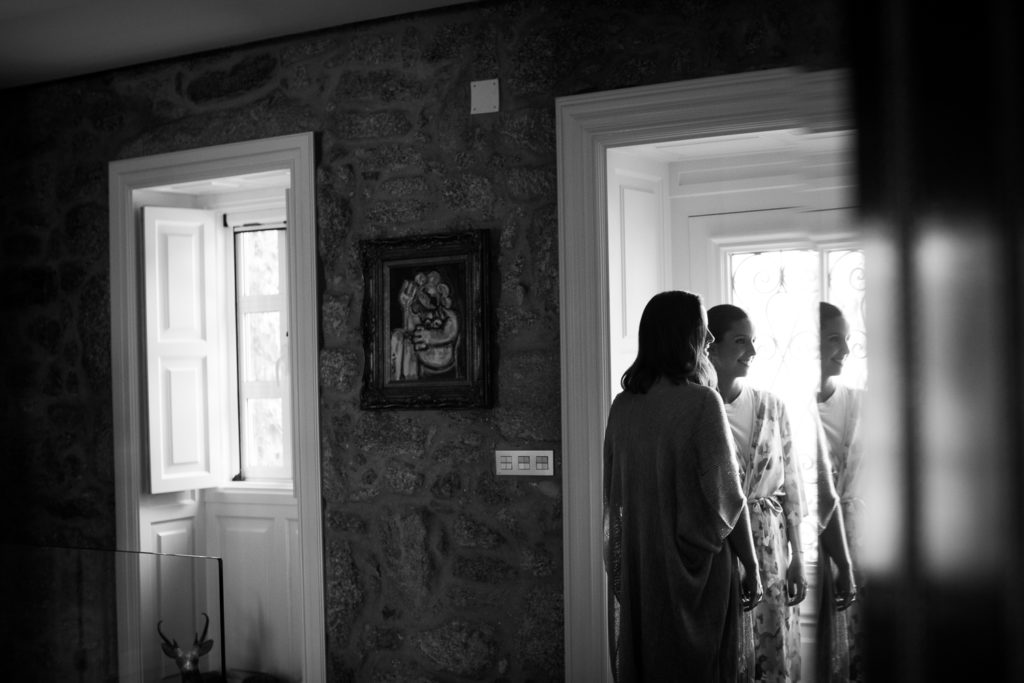Fotografia de boda novia con su amiga