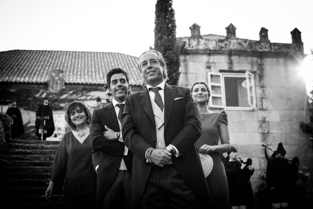 Fotografía de boda padres y hermanos del novio