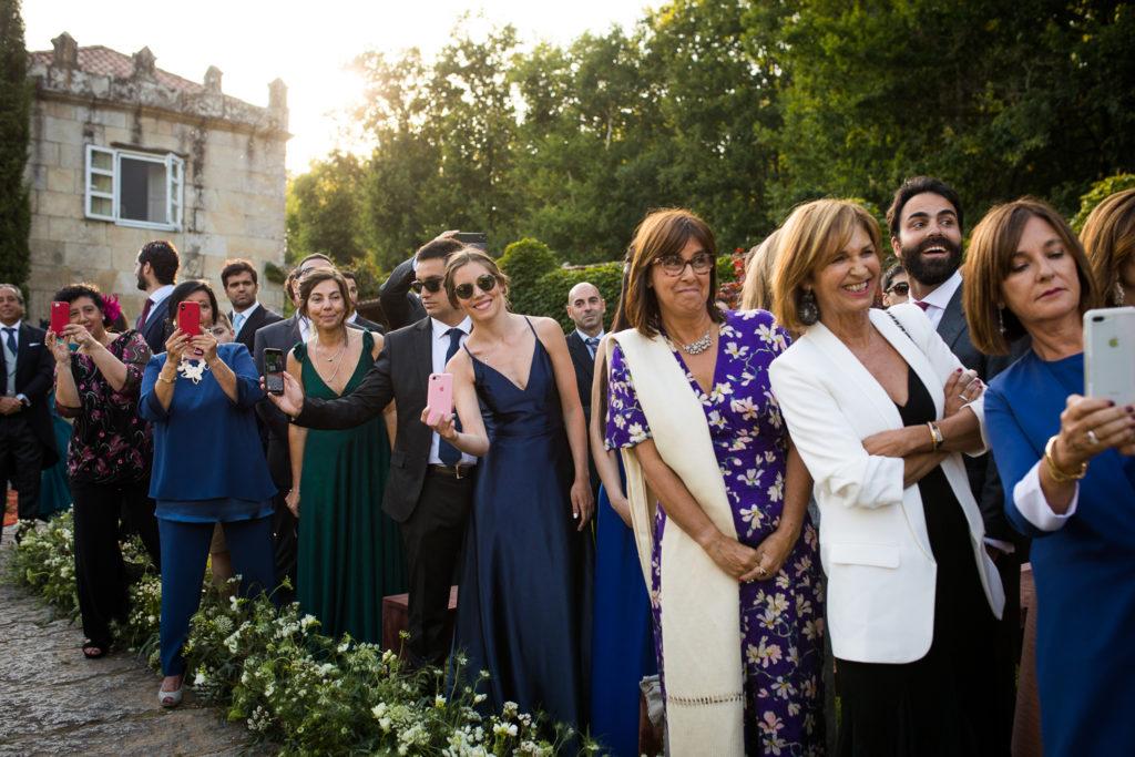 Fotografía de boda invitados en la ceremonia