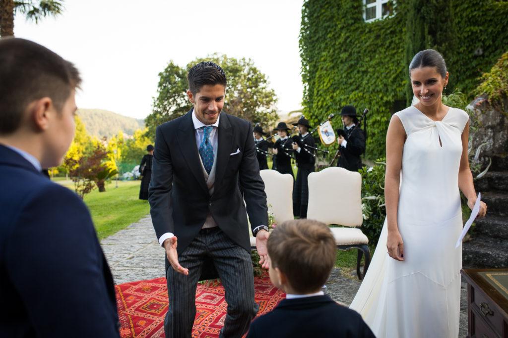 Fotografía de boda novio con novia en la ceremonia