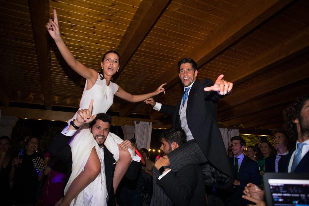 Fotografía de boda novios en la fiesta
