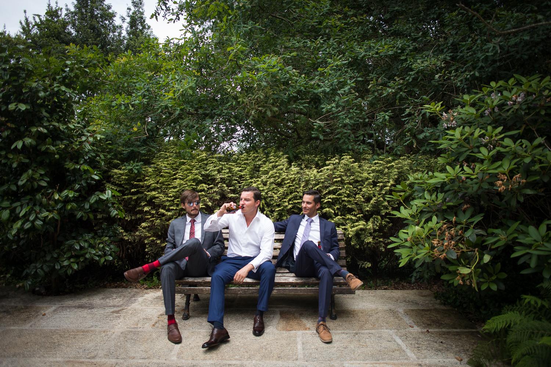 Fotografia de boda novio con hermanos