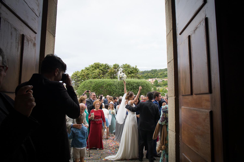 Fotografia de boda novios con invitados