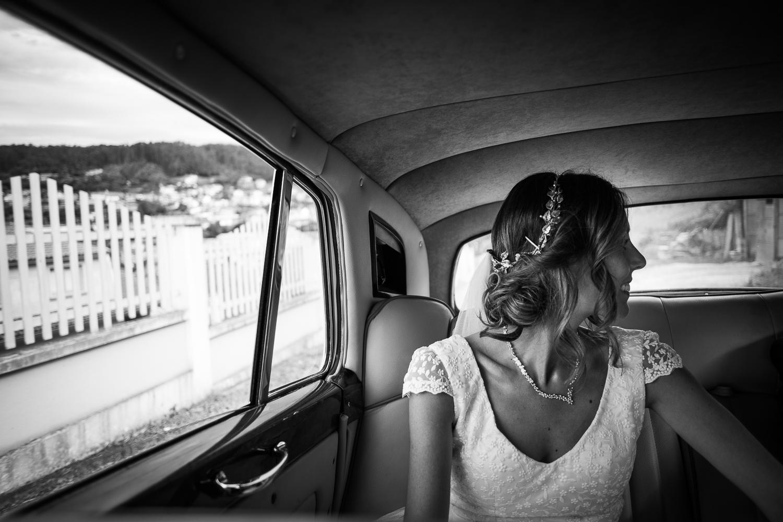 Fotografia de boda novia dentro del coche