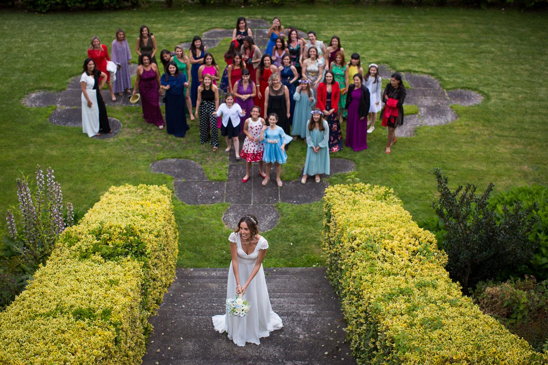Fotografía de boda novia tirando ramo