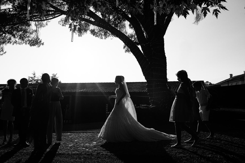 Fotografía de boda novia con invitados