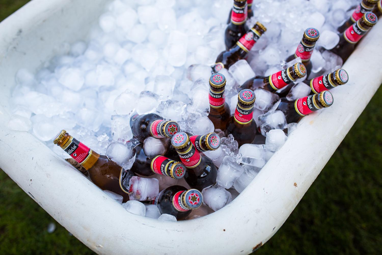 Fotografía de boda cerveza con hielo
