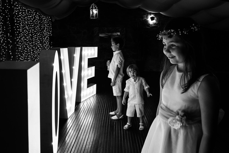 Fotografía de boda niños en la fiesta
