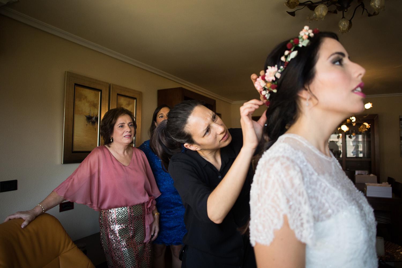 Fotografia de boda novia con la peluquera