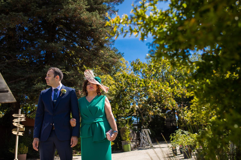 Fotografia de boda novio con la madrina