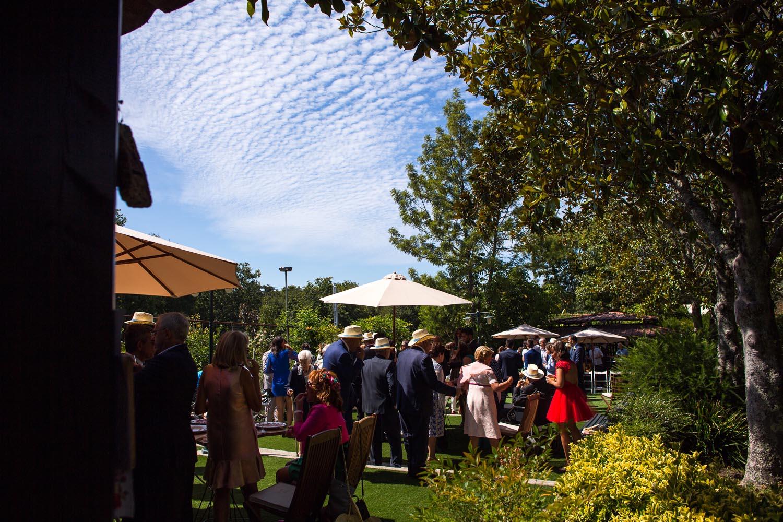 Fotografia de boda invitados en el aperitivo