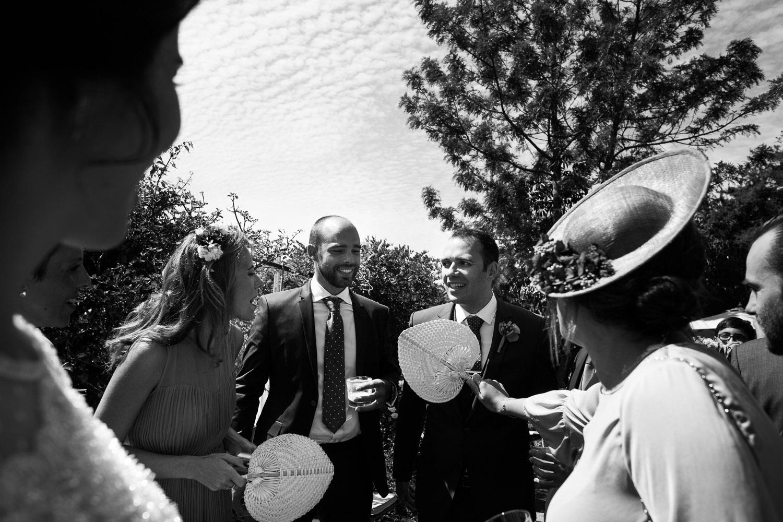 Fotografia de boda novio con invitados