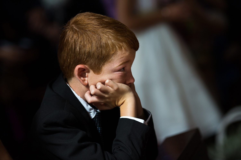 Fotografia de boda niño en la iglesia