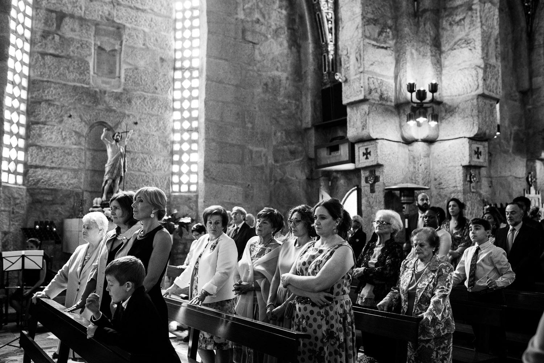 Fotografia de boda invitados en la iglesia