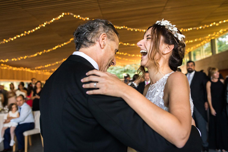 Fotografia de boda novia con su padre en el baile